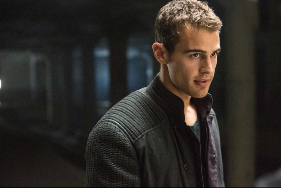 theo-james-divergent-set-wallpaper-4